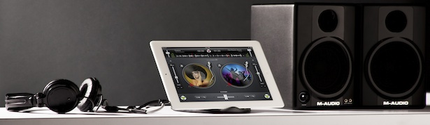Griffin DJ Headphone Splitter with iPad