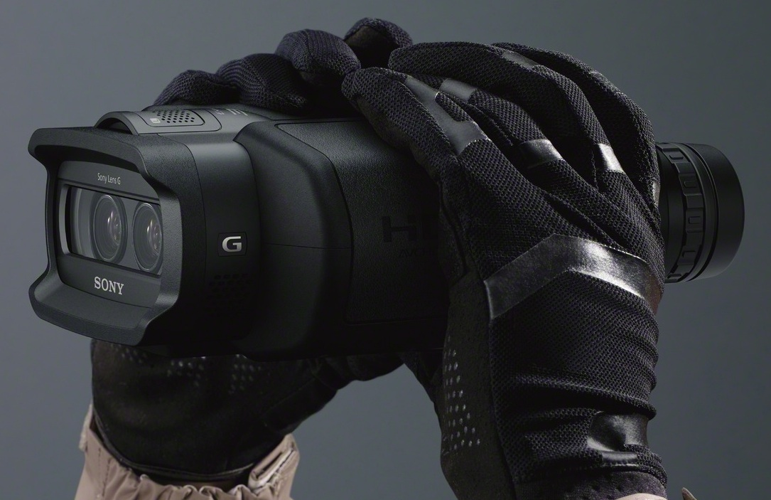Sony DEV-3 Digital Recordable Binoculars - in hand